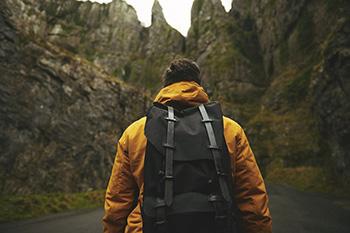 Calentar y estirar adecuadamente, clave para evitar lesiones en rutas de montaña
